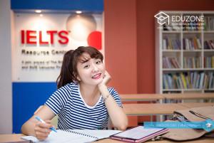 Ảnh chụp học sinh của Eduzone tại trung tâm tài nguyên IELTS tại Classic Campus (Ảnh độc quyền của Eduzone)