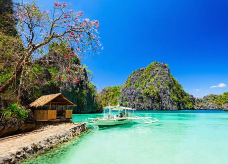 """Biển trời xanh ngắt như """"thiên đường nơi hạ giới"""""""