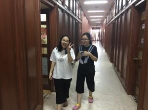 Bạn Phương Anh và Khánh Ly tại Trường Anh ngữ  E - Room