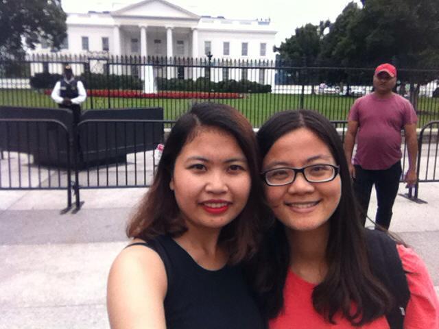 """Sim cùng bạn """"check-in"""" trước White House"""